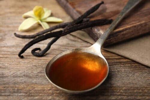 Vaniljeessens og -ekstrakt: Hva er forskjellen?