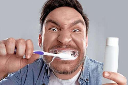 Besettelsen med å ha hvite tenner