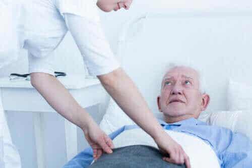De forskjellige stadiene av liggesår og behandling av dem