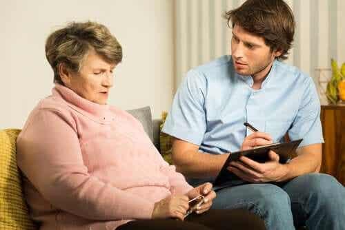 En kvinne med demens.