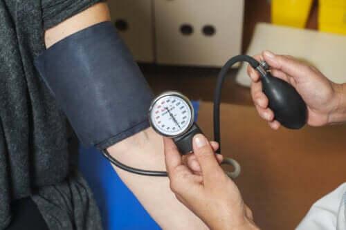 Konsekvensene av høyt blodtrykk på kroppen
