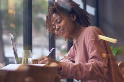 Helsefordelene du kan oppnå med bokstavtegning