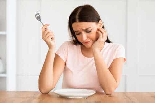 Nøkler til å gå ned i vekt uten å sulte deg selv