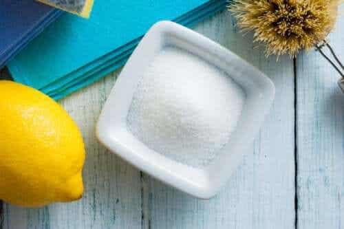 Måter å bruke sitronsyre på for rengjøring av hjemmet