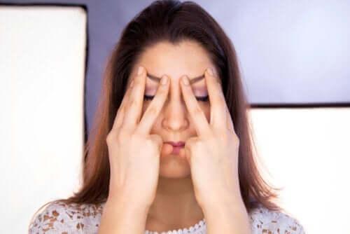 Asymmetriske ansikter: Hva forårsaker dem og hvordan skal de behandles