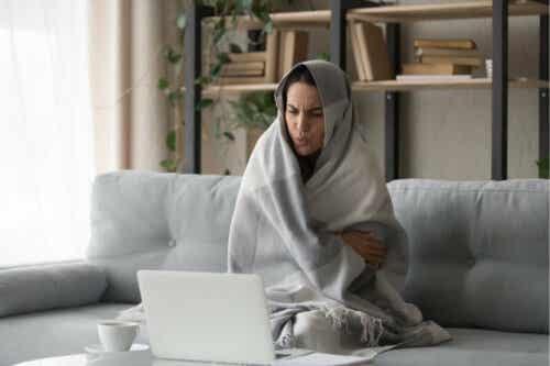 Enkelte faktorer øker risikoen for kuldeintoleranse, for eksempel å ha lite kroppsfett eller et kronisk helseproblem.