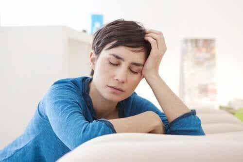 En kvinne med utmattelse.