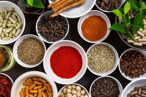 Fire vitenskaplig støttede krydderbaserte remedier