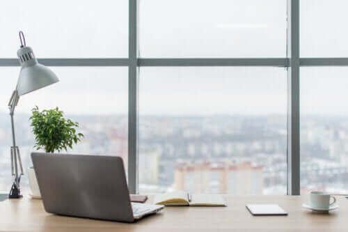 Hvordan øke belysningen på arbeidsplassen din