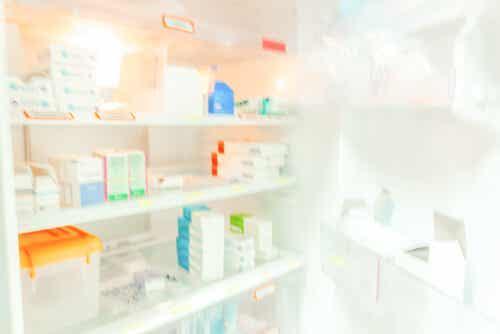 Noen medisiner i kjøleskapet.