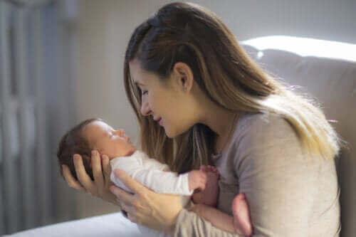 Tips for å stimulere en babys visuelle kapasitet