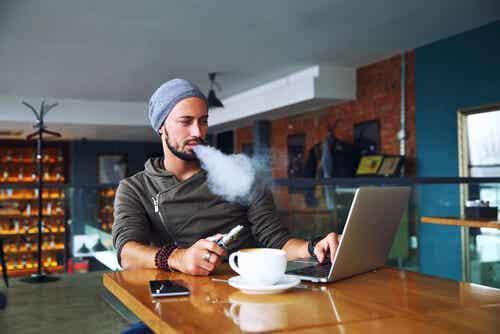 Vaping har blitt en veldig vanlig og stadig mer populær praksis. Men er vaping et alternativ til å slutte å røyke?
