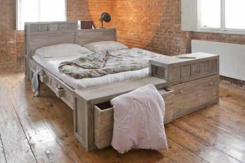 En oppredd seng.