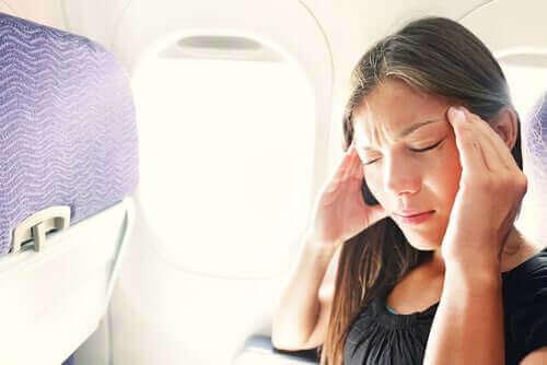 Hvordan unngå stress og ubehag under en flytur