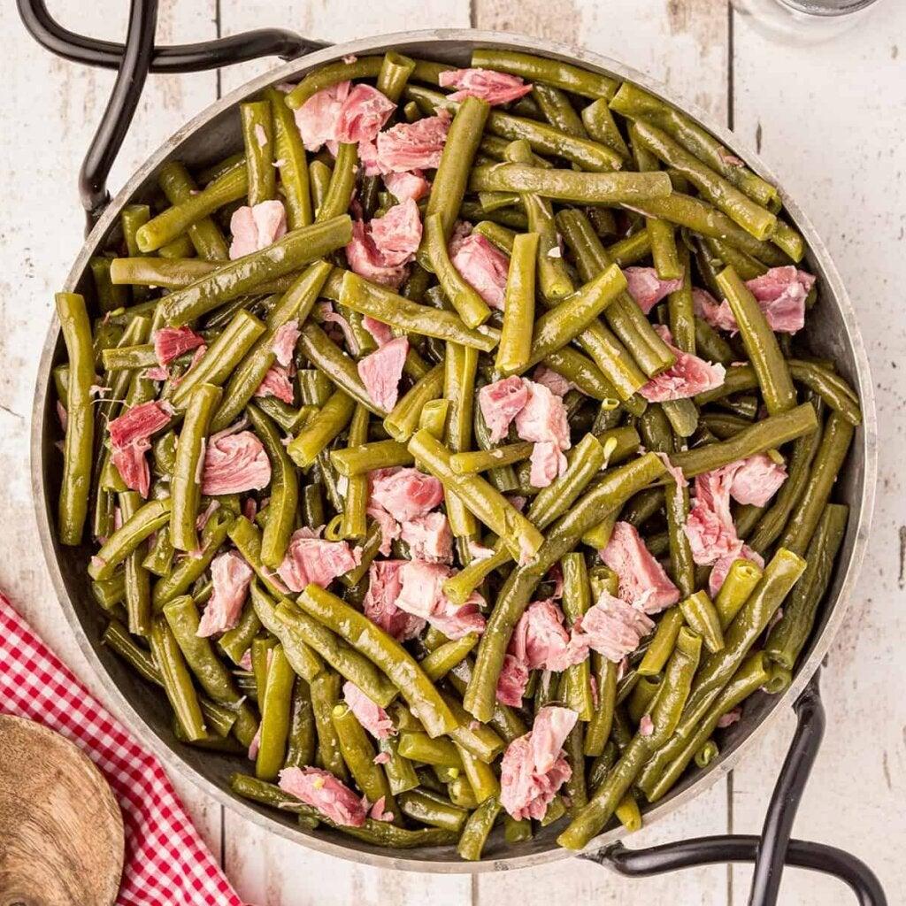 En deilig oppskrift med grønne bønner og skinke