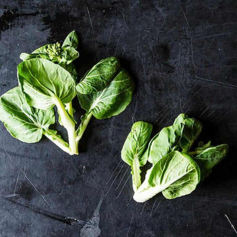 Tatsoi salatplante: opprinnelse, næringsstoffer og en oppskrift
