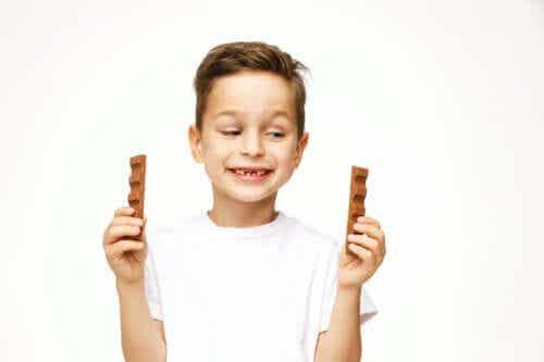 Er det trygt for barn å spise sjokolade?