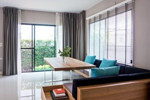 Persienner eller gardiner: Hvilket alternativ er best for huset mitt?