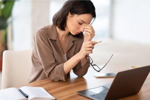 17 tips for å unngå øyeproblemer mens du jobber hjemmefra